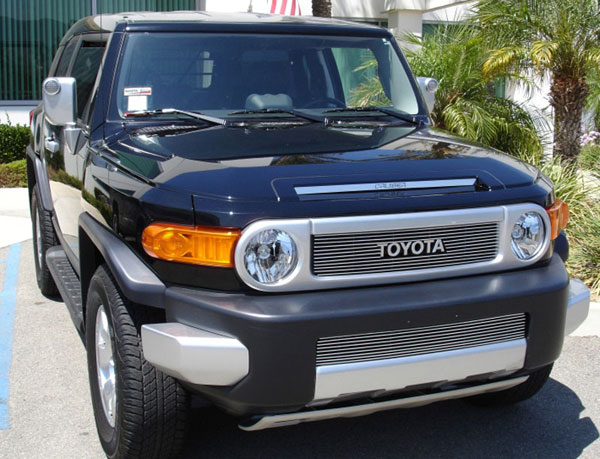 T-Rex 21932:  Toyota FJ Cruiser 2007 - 2013 Billet Grille Overlay/Bolt On - with logo Opening (12 Bars)