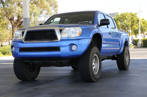 T-Rex 51895 |  Toyota Tacoma - Upper Class Mesh Grille - All Black; 2005-2010